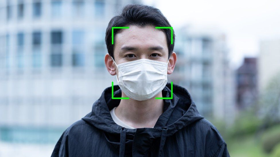 "<a href=""https://code-ai.mk/face-mask-detection-using-ml-net-model-builder-and-c/"" target=""_blank"" rel=""noopener noreferrer nofollow""> Проект</a> по распознаванию маски на лице на .NET."