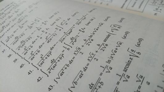 Математика vs Литература. Битва за программирование